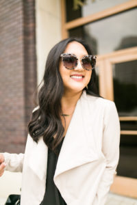 print-sunglasses-neutral-look