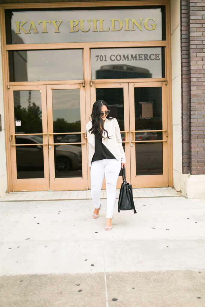 white-jeans-fall-outfit